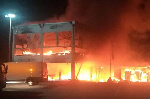 L'incendio nei box della MotoE