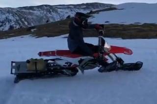 MotoGP, Marquez si allena in motoslitta: lo spagnolo sulla neve col campione enduro Gomez