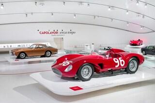 """""""Capolavori senza tempo"""", ecco la mostra che espone i modelli più iconici della Ferrari"""