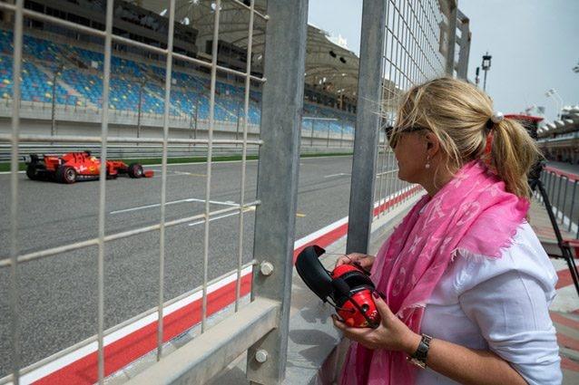 Corinna Schumacher assiste dal muretto box al debutto del figlio sulla Ferrari – Getty images