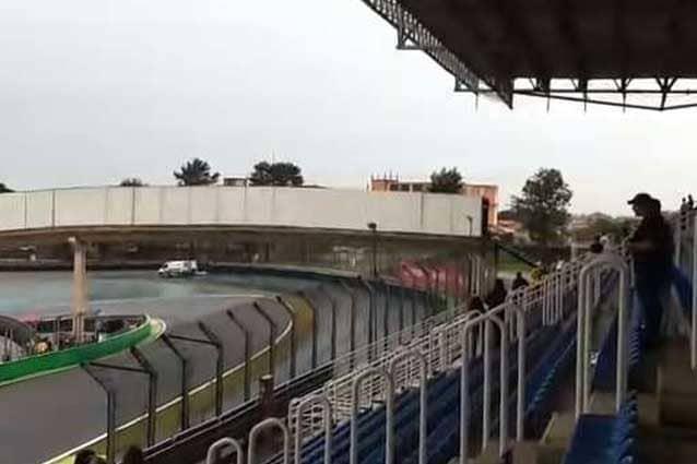 I soccorsi a Maurizio Paludete dopo l'incidente a Interlagos