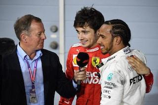 """Hamilton sta con Leclerc: """"Mi rivedo in lui, gli ordini di scuderia offuscano il suo talento"""""""