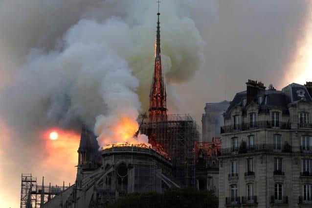 L'incendio che ha colpito la cattedrale di Notre Dame – LaPresse