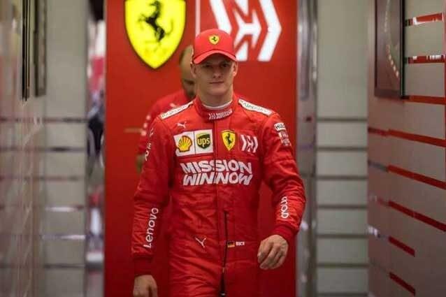 Mick Schumacher, 20 anni, con i colori della Scuderia Ferrari nei test di Bahrain