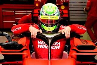 Mick Schumacher debutta in Ferrari, il figlio d'arte al volante della SF90 nei test in Bahrain