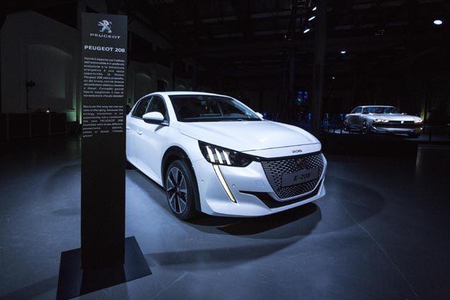 La nuova Peugeot e–208