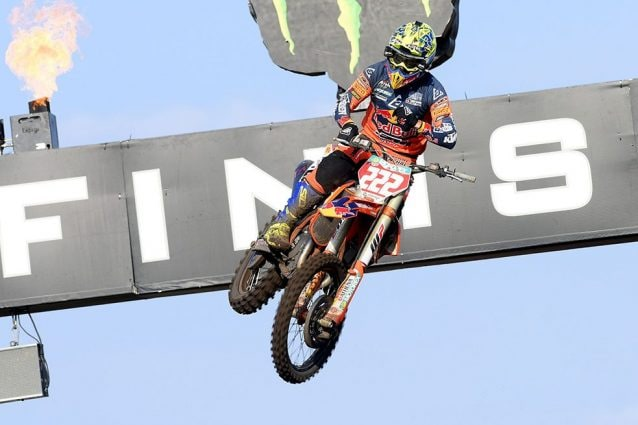 Tony Cairoli esulta in Olanda / De Carli Racing
