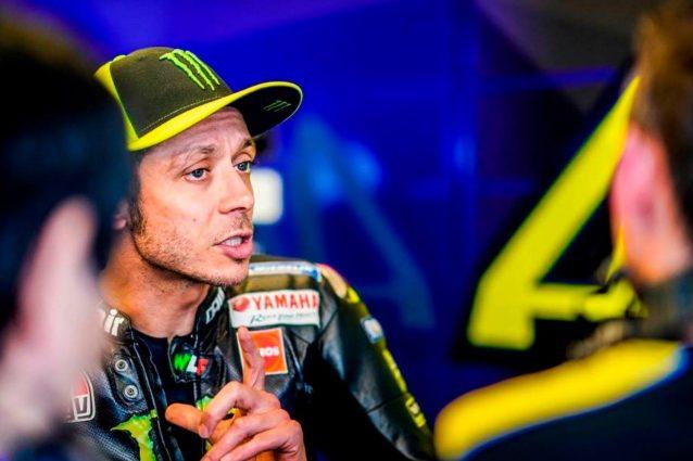 Valentino Rossi, 40 anni, al box / Yamaha MotoGP