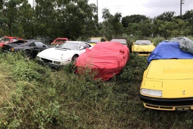 Undici Ferrari abbandonate in un campo all'aperto in Texas