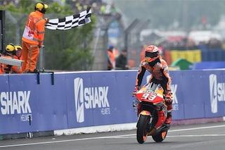 MotoGP, Marquez domina a Le Mans e dopo Rossi eguaglia anche Lorenzo
