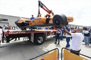 Incidente per Alonso nelle prove della Indy500, lo spagnolo finisce contro il muro
