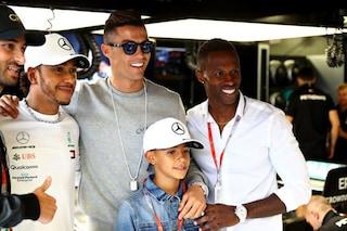 Sorpresa a Montecarlo, nel box Mercedes Hamilton scherza con Cristiano Ronaldo
