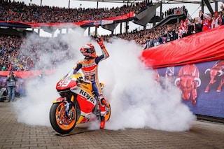 MotoGP, Marquez dà spettacolo in Bundesliga: burnout e giro di campo in Lipsia-Bayern Monaco