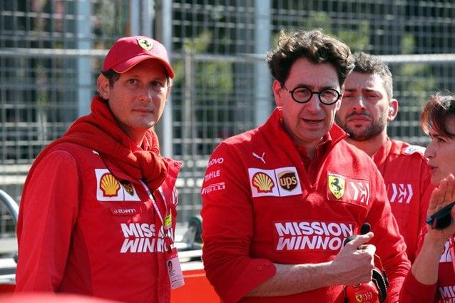 Il presidente della Ferrari, Johnn Elkann, e il team principal Mattia Binotto – LaPresse
