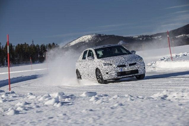 La nuova Opel Corsa durante i test in Lapponia