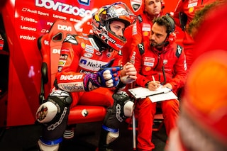 MotoGP, caschi non omologati: piloti costretti a cambiare