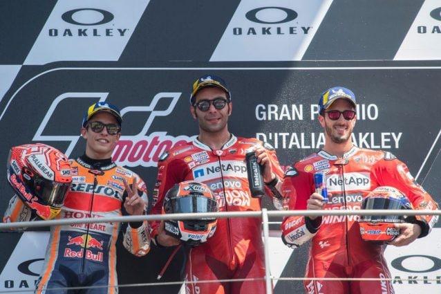 da sinistra, Marc Marquez, Danilo Petrucci e Andrea Dovizioso sul podio del Mugello / Getty