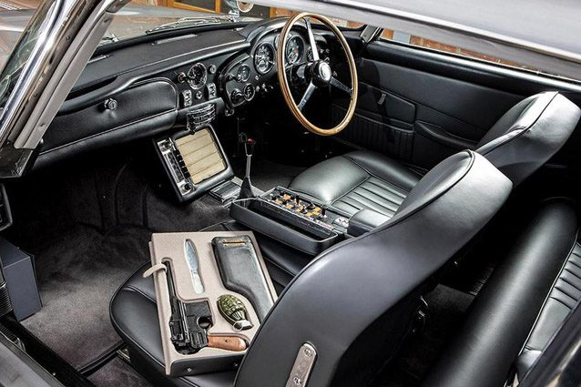 Gli interni dell'Aston Martin DB5 di James Bond – Foto Simon Clay ©2019 Courtesy of RM Sotheby's