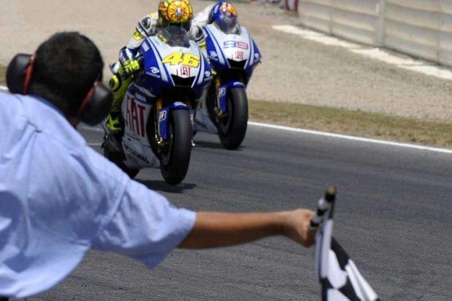 Valentino Rossi e Jorge Lorenzo al traguardo del Gp di Catalunya 2009 / Getty