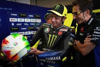 MotoGP 2019, Valentino Rossi con il casco speciale per il Mugello