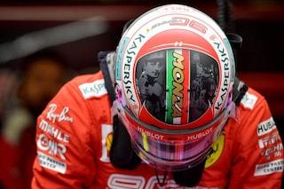 Leclerc e Vettel omaggiano l'Italia, i due piloti Ferarri a Monza con un casco speciale
