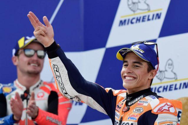 Marc Marquez, 26 anni, sul podio di Aragon. Jack Miller in secondo piano /Getty