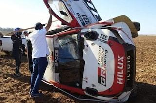 Incidente per Alonso nel rally di Lichtenburg, l'auto dello spagnolo si ribalta ma sta bene