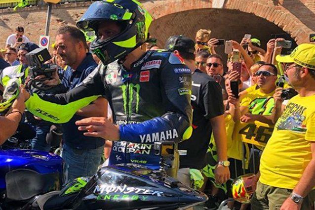 Valentino Rossi a Tavullia con la Yamaha M1 – Foto Instagram