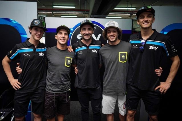 da sx, i piloti Moto3 Celestino Vietti Ramus e Andrea Migno, il team manager Pablo Nieto, e i piloti Moto2 Marco Bezzecchi e Luca Marini / Sky Racing team VR46