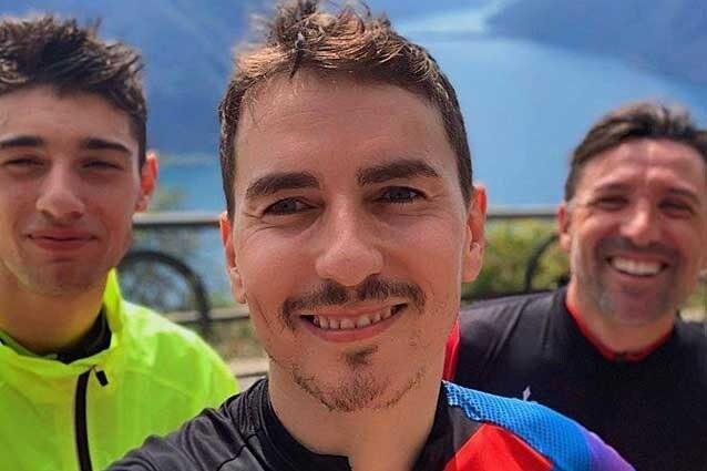 Jorge Lorenzo e Tony Arbolino durante un allenamento sul lago di Lugano / Instagram