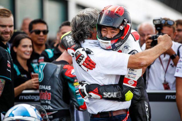 L'abbraccio da Paolo Simoncelli e Tatsuki Suzuki / Sic58 Squadra Corse