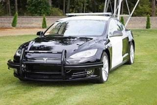 Tesla della Polizia si scarica durante un inseguimento