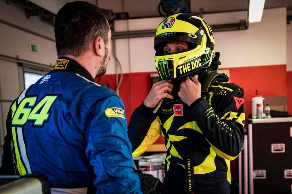 Rossi insieme a Uccio Salucci, 40, con cui si alterna al volante / Instagram