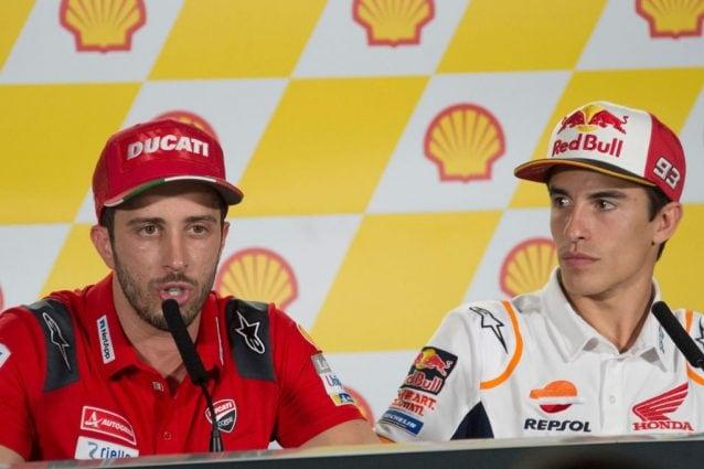 Andrea Dovizioso e Marc Marquez durante la conferenza stampa del giovedì a Sepang / getty