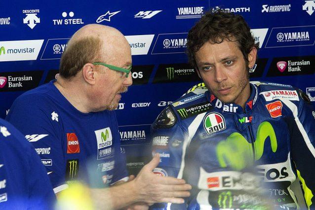 Valentino Rossi al box con l'attuale capotecnico Silvano Galbusera / Getty Images