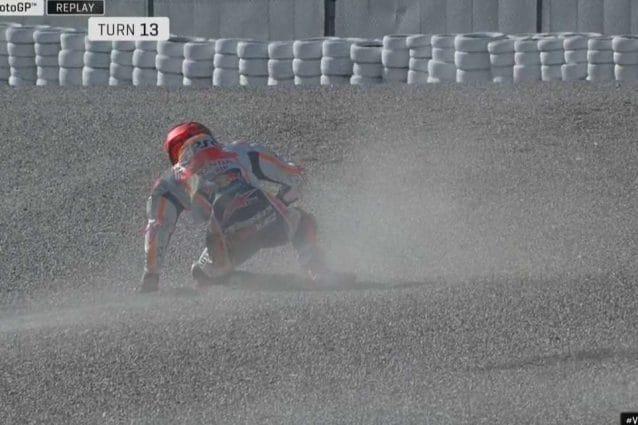 La caduta di Marc Marquez alla curva 13