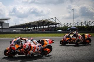 MotoGP, a Sepang subito show: altro salvataggio di Marquez, 1° Quartararo