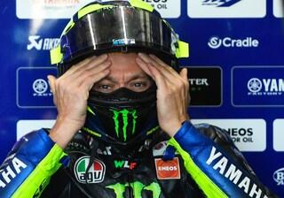 Valentino Rossi, ritiro o… passo indietro: la fretta Yamaha lo mette davanti al peggior bivio
