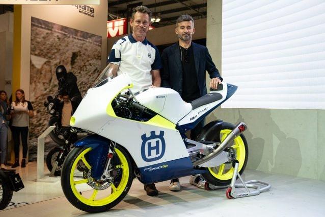 Il team manager del Max Racing team Peter Ottl e Max Biaggi con la nuova Husqvarna FR 250 GP