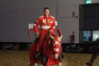 Gina Schumacher, la figlia di Michael vince a cavallo con la tuta Ferrari
