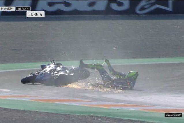 La caduta di Valentino Rossi alla curva 4 / MotoGP.com