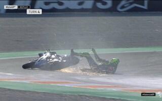 Valentino Rossi, subito caduta a Valencia: l'incidente alla curva 4