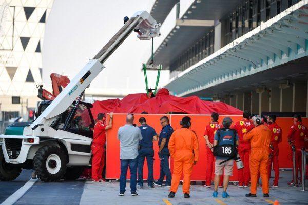 La Ferrari #16 di Charles Leclerc riportata al box dopo l'incidente / Twitter