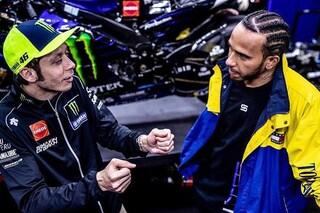 Rossi-Hamilton in tv: dove vedere lo scambio tra MotoGP e Formula 1