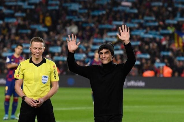 Marc Marquez saluta i 90mila tifosi al Camp Nou di Barcellona / Getty