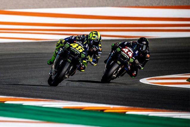 Valentino Rossi e Lewis Hamilton insieme in pista a Valencia / MotoGP..com