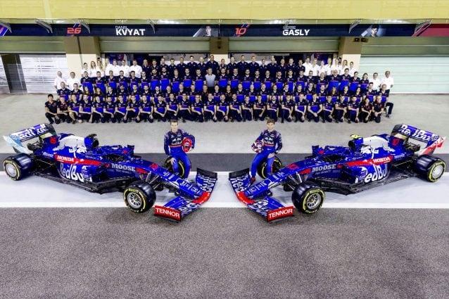 Il team Toro Rosso al completo. Dal 2020 diventa Alpha Tauri / STR