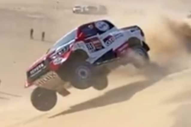 Fernando Alonso si cappotta con la sua Hilux Toyota / Dakar 2020
