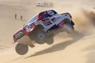 Fernando Alonso, brivido alla Dakar: si cappotta con la sua Hilux Toyota