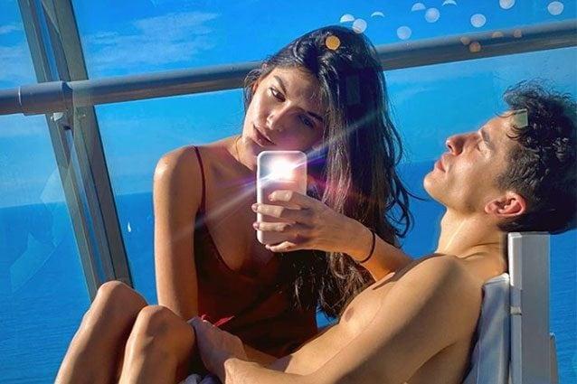 Lucia Rivera Romero, 21 anni, sulle gambe di Marc Marquez, 26/ Instagram